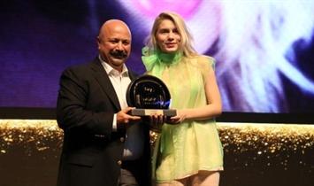 Aleyna Tilki, 'En İyi Çıkış Yapan Sanatçı' ve 'En İyi Video Klip' Ödülünü Aldı
