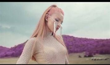 Feride Hilal Akın'dan Yeni Single!!