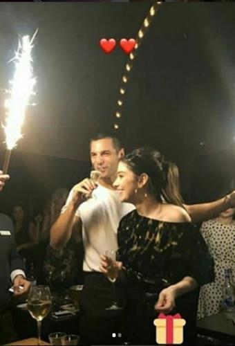 Özge Gürel'e sürpriz parti