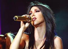 Şarkıcı Hande Yener'in sahne aldığı mekanda çatışma çıktı